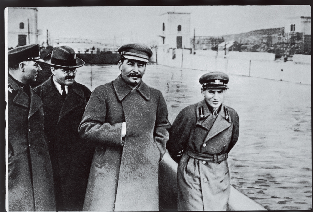 stalin_and_yezhov.jpg